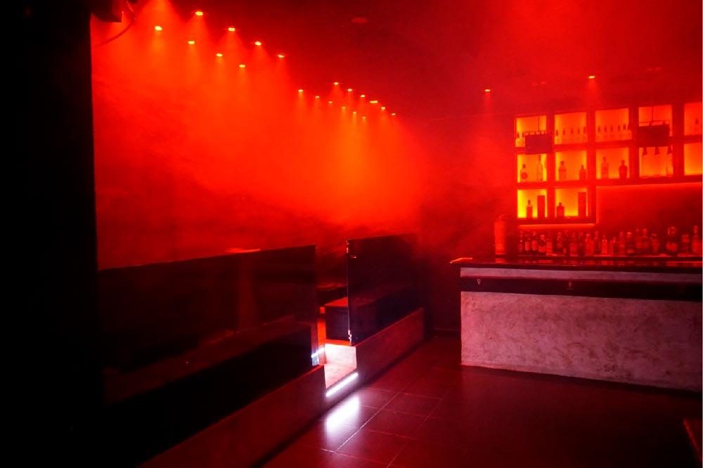 local quve luces rojas y humo