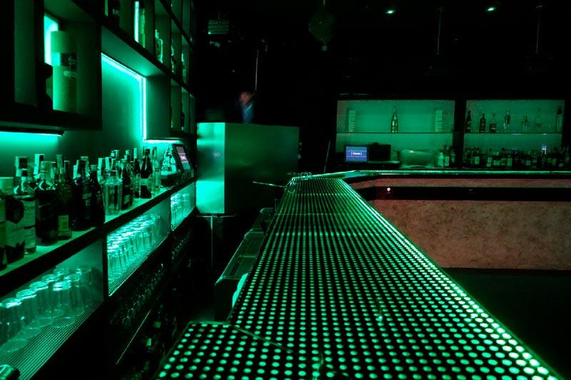 local quve luces azules esquina barra