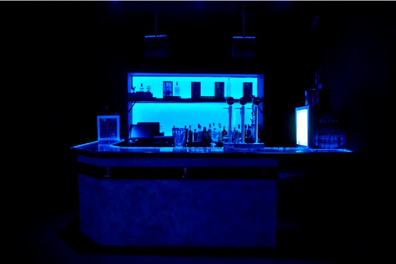 barra frontal quve luces azules