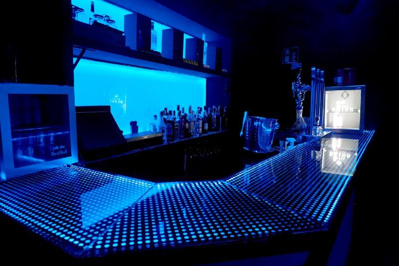 barra esquina quve luces azules