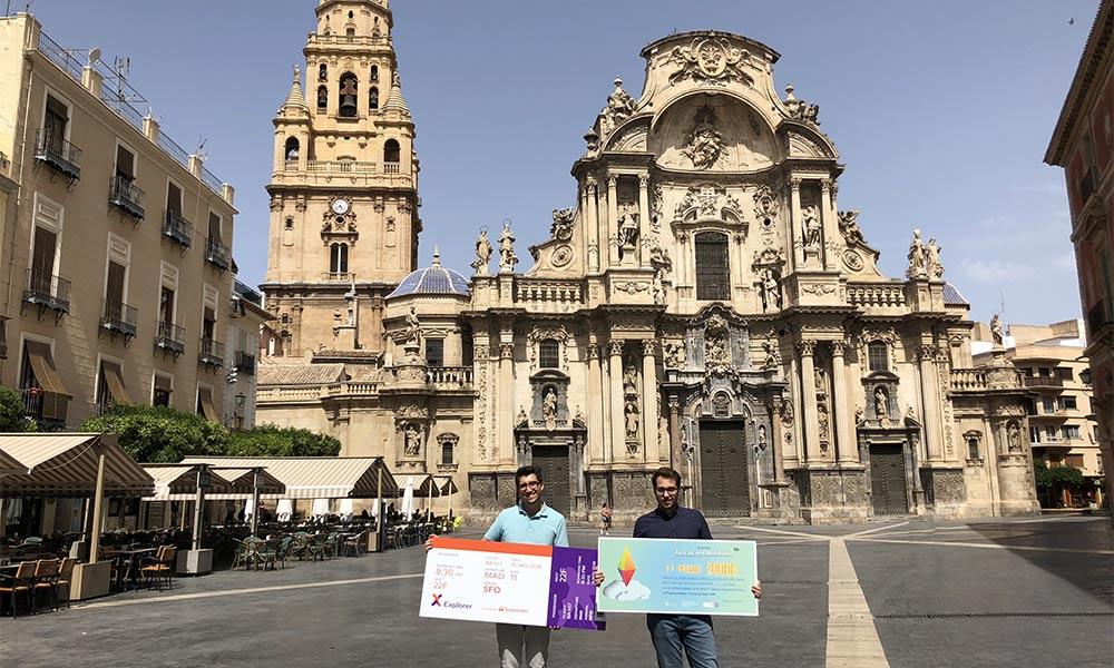 Ganadores Santander Explorer 2018 frente la Catedral de Murcia